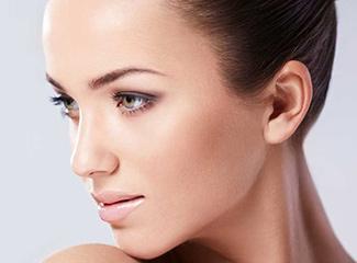 Haare der Oberlippe (Damenbart) lassen sich dauerhaft mit dem Laser entfernen